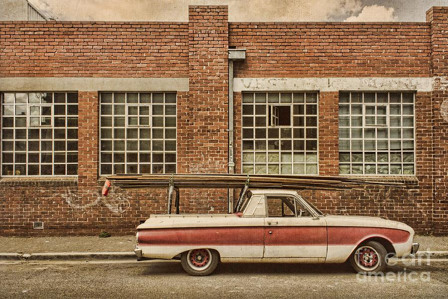 Building Photograph - Working Class by Andrew Paranavitana