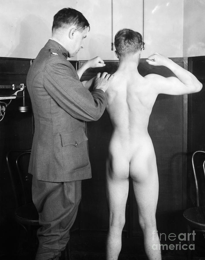 1917 Photograph - World War I: Examination by Granger