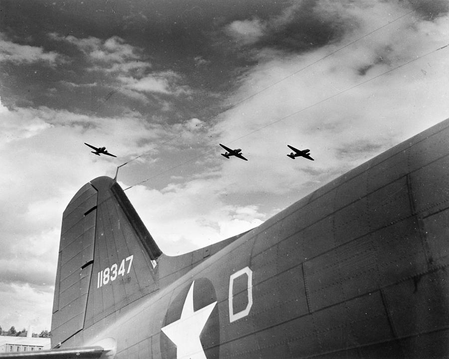 1942 Photograph - Wwii Paratroopers, C1942 by Granger
