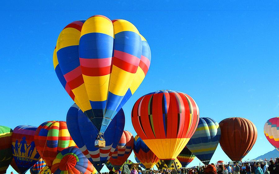 Albuquerque Balloon Fiesta Photograph - Albuquerque Balloons by Les Walker