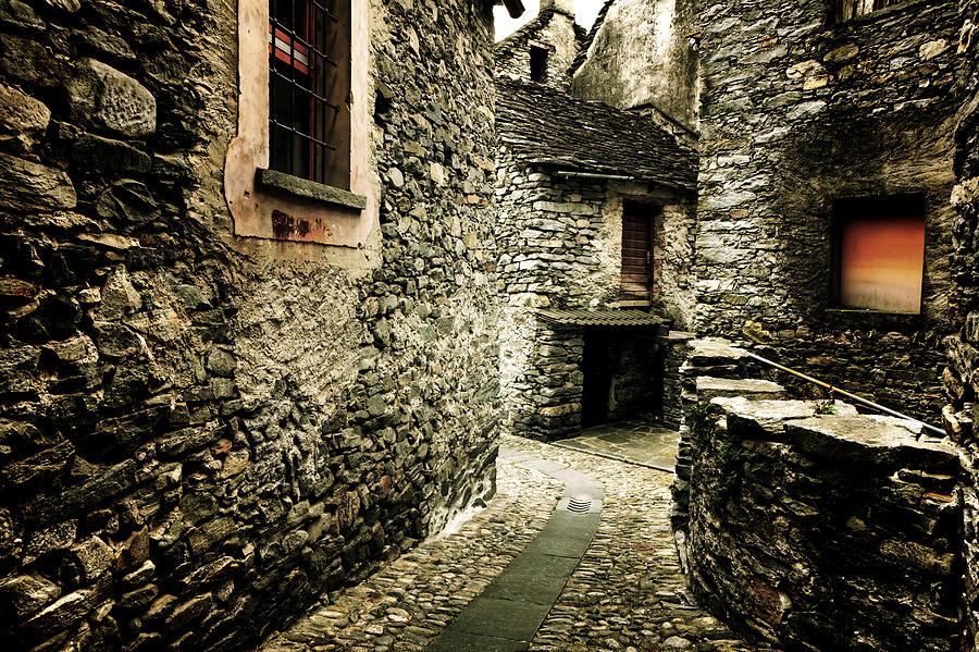 Dark Photograph - Alley by Joana Kruse