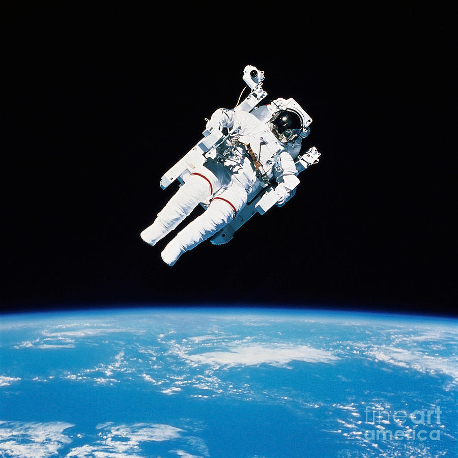 astronauts in space shuttle floating - photo #35