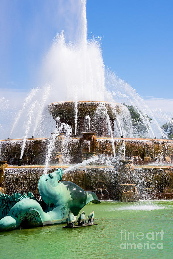 America Photograph - Buckingham Fountain In Chicago by Paul Velgos