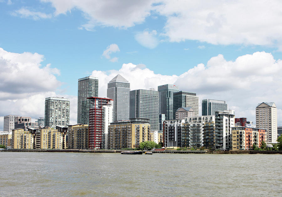 Horizontal Photograph - Canary Wharf by Richard Newstead