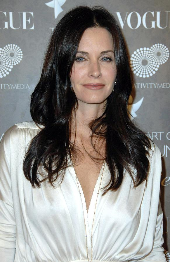 Gala Photograph - Courteney Cox Arquette At Arrivals by Everett