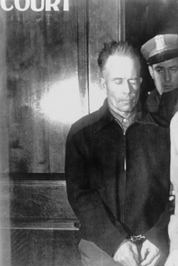 the life of the murderer ed gein Inspiration for the movie directors 8,437 views how much of the texas chainsaw massacre is based on the real life murderer ed gein.