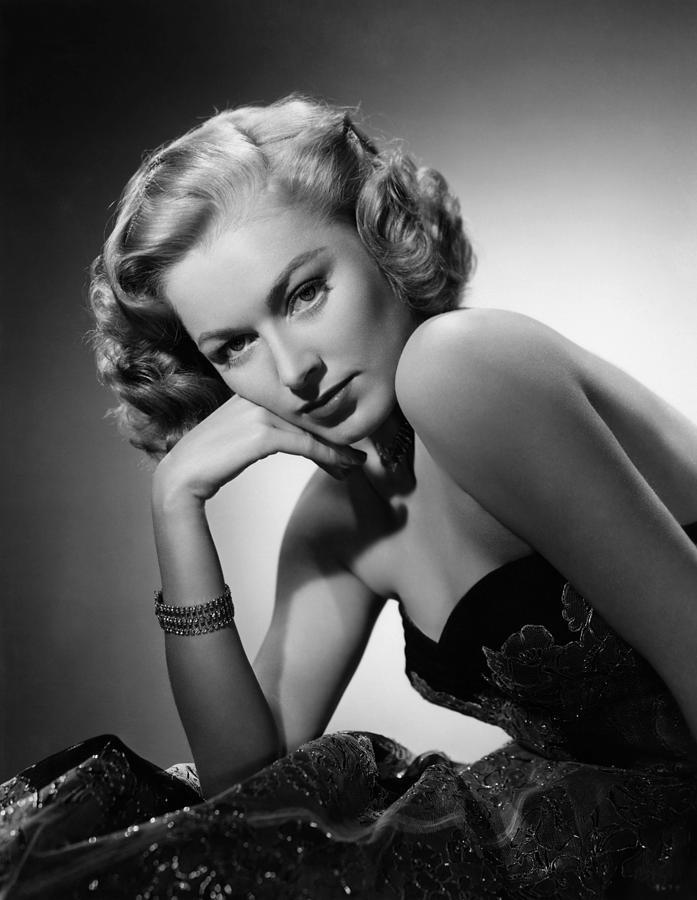 1940s Portraits Photograph - Eleanor Parker, Ca. 1940s by Everett