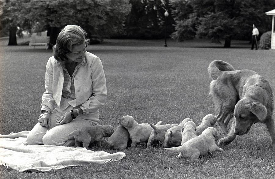 History Photograph - First Lady Betty Ford And The Familys by Everett