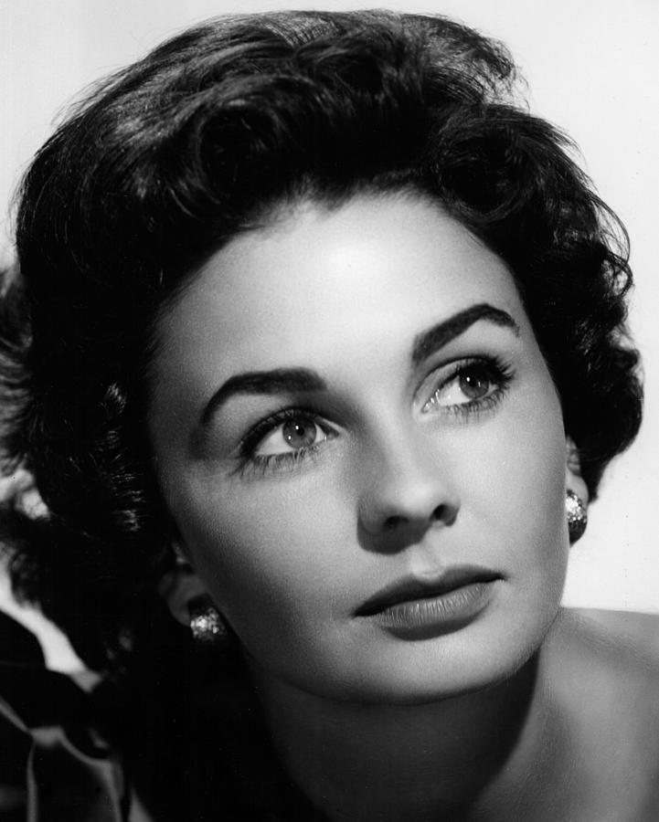 Head Shot Photograph - Footsteps In The Fog, Jean Simmons, 1955 by Everett