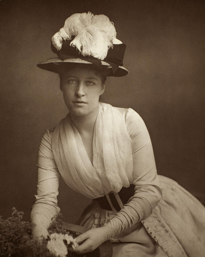 19th Century Photograph - Lillie Langtry (1852-1929) by Granger
