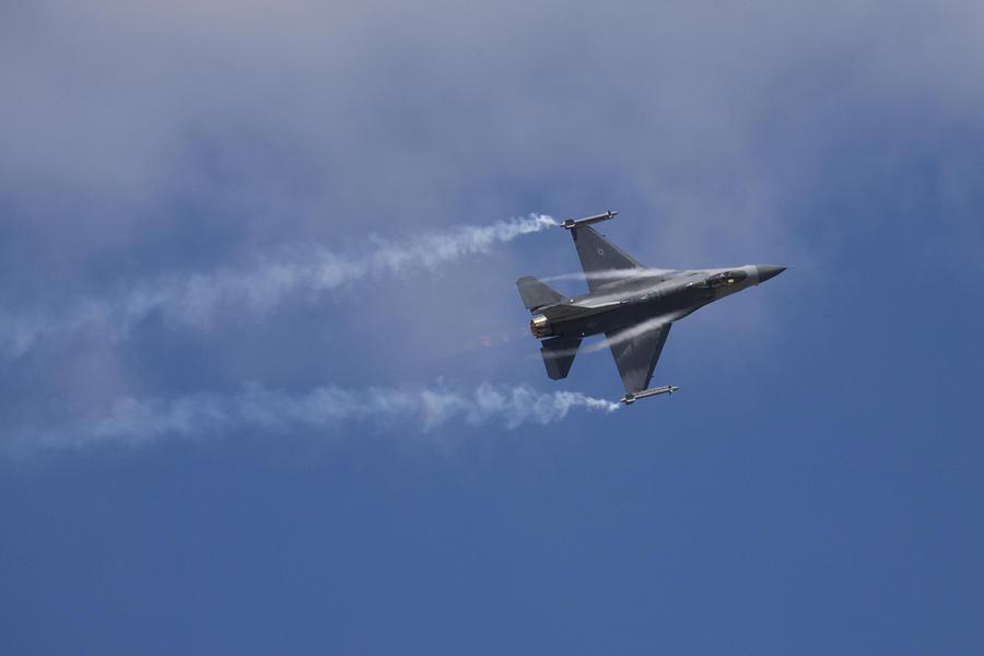 Plane Photograph - Lockheed Martin F-16 Fighting Hornet by Ian Middleton