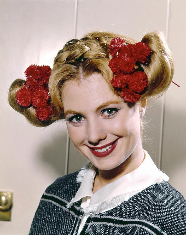 1960s Hairstyles Photograph - Shirley Jones, 1961 by Everett