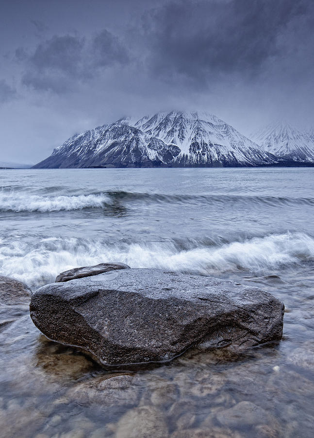 Light Photograph - The Shoreline Of Kathleen Lake In Late by Robert Postma