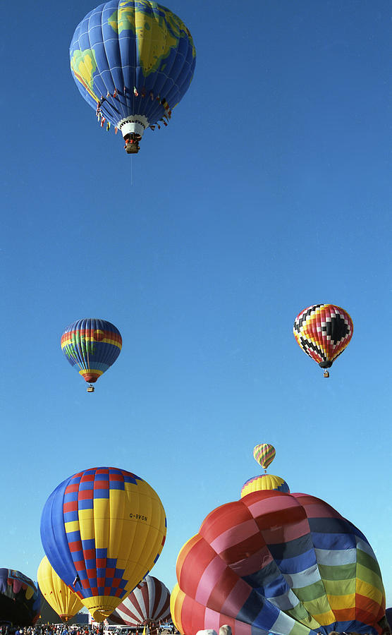 Albuquerque Balloon Fiesta Photograph - Up Up And Away by Les Walker