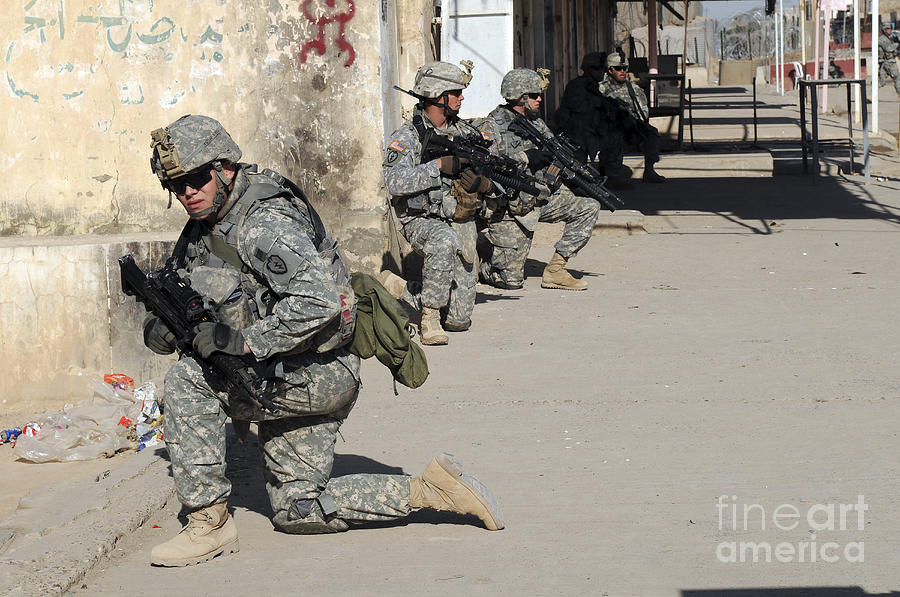 Iraq Photograph - U.s. Army Soldiers Providing Security by Stocktrek Images