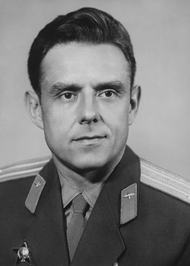 yuri gagarin and vladimir komarov - photo #24