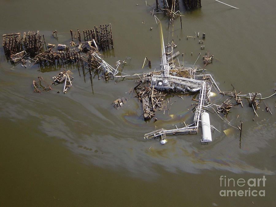 Katrina Photograph - Hurricane Katrina Damage by Science Source