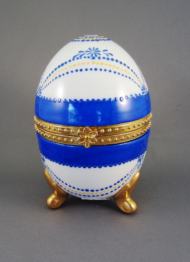 Porcelain Ceramic Art - 1529 Hinged Egg-box by Wilma Manhardt