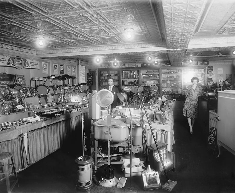 1920s Showroom Of Schneider Electric Photograph By Everett