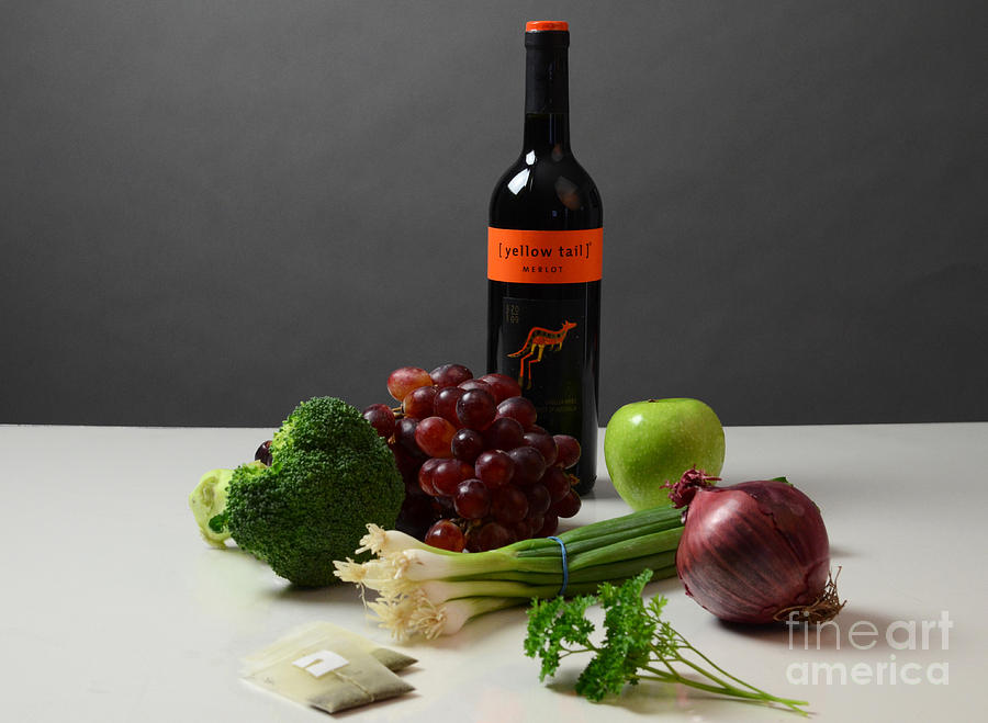 Anticancer Compound Photograph - Foods Rich In Quercetin by Photo Researchers, Inc.