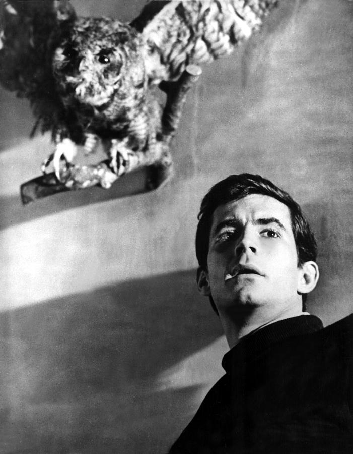 1960 Movies Photograph - Psycho, Anthony Perkins, 1960 by Everett
