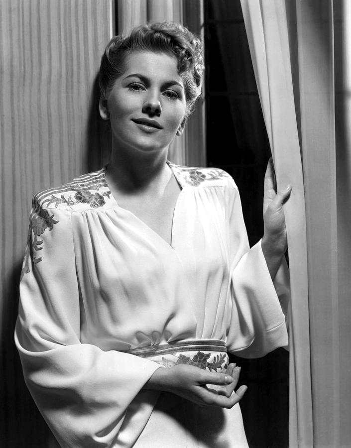 1940 Movies Photograph - Rebecca, Joan Fontaine, 1940 by Everett