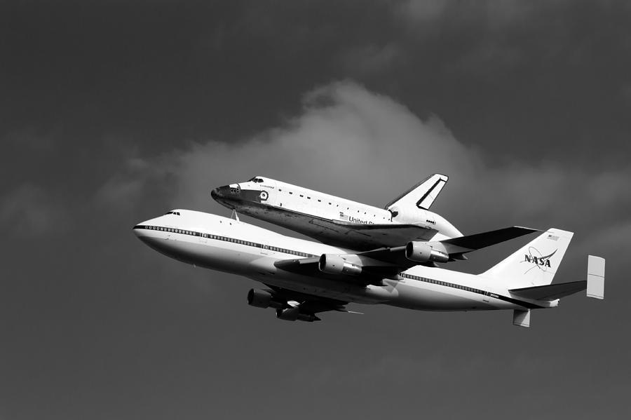 747 Photograph - Shuttle Endeavour by Jason Smith