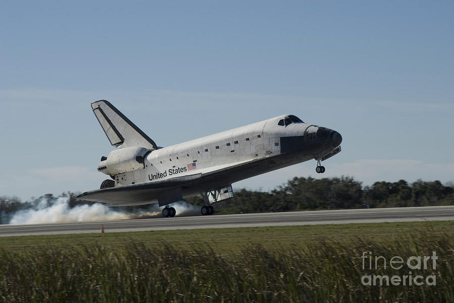 Ov-104 Photograph - Space Shuttle Atlantis Touches by Stocktrek Images