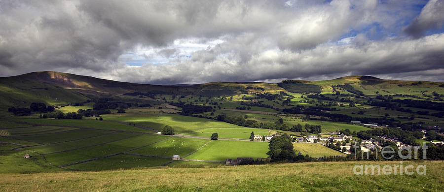 Hope Valley Photograph - The Hope Valley Derbyshire by Darren Burroughs