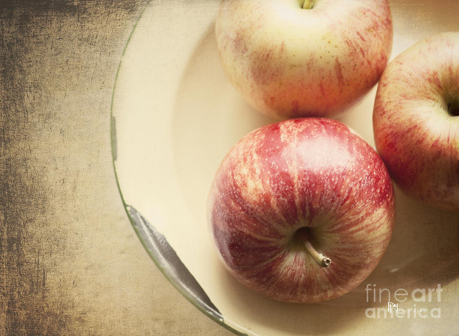 Fruit Photograph - 3 Apples by Pam  Holdsworth