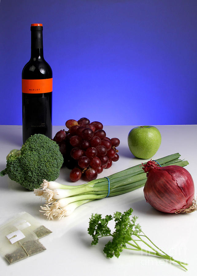 Antioxidant Photograph - Foods Rich In Quercetin by Photo Researchers, Inc.