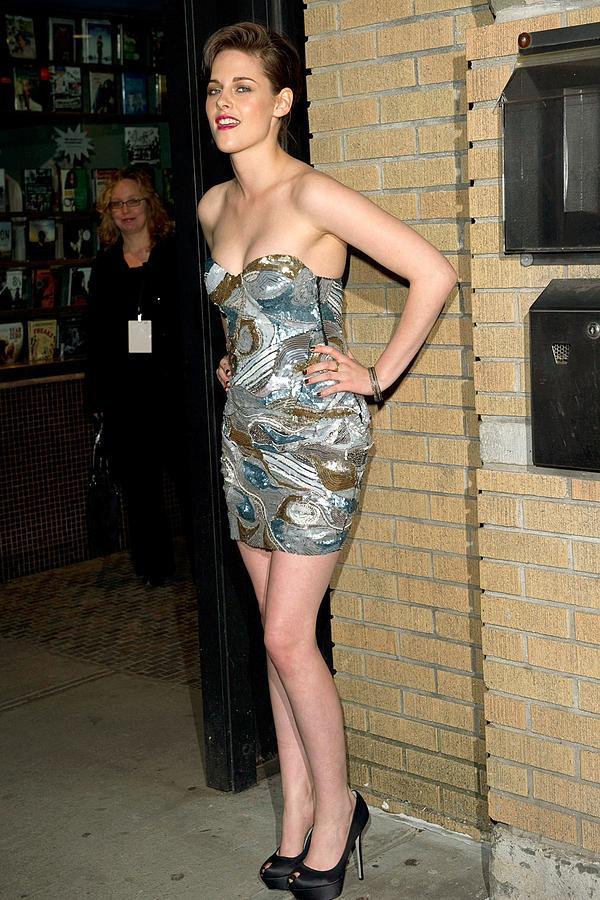 Kristen Stewart Photograph - Kristen Stewart At Arrivals For The by Everett