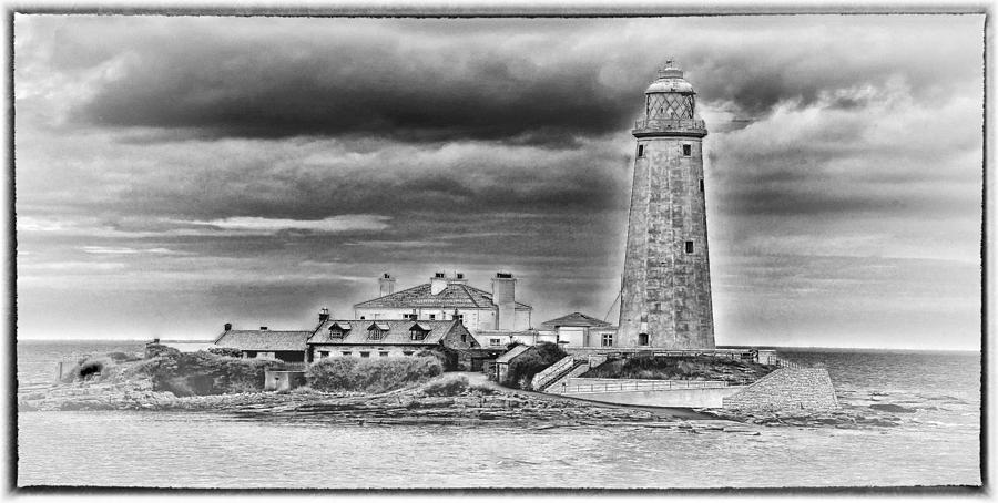 Mary Photograph - St Marys Lighthouse by Trevor Kersley