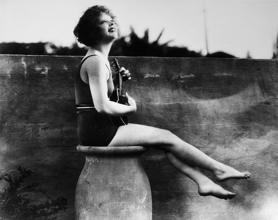 1927 Photograph - Clara Bow (1905-1965) by Granger