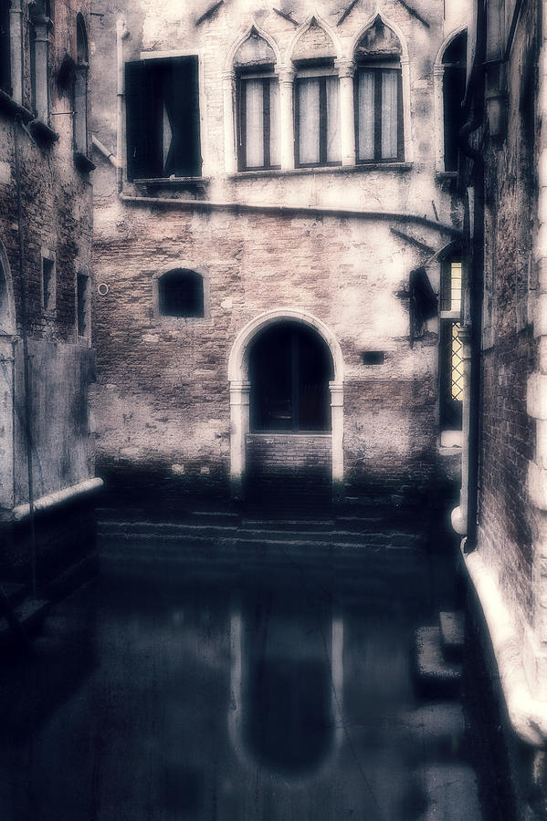 Gate Photograph - Venezia by Joana Kruse