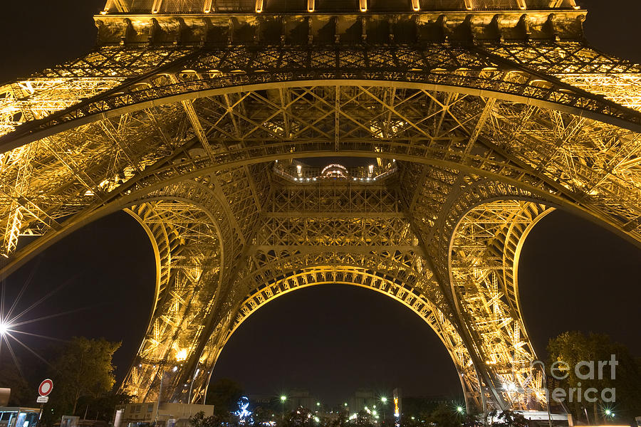 Eiffel tower by night by Fabrizio Ruggeri