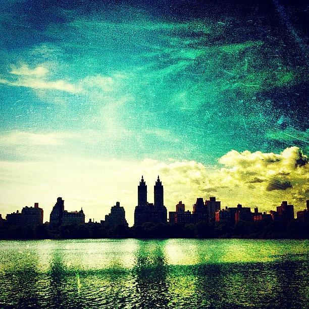 Central Park Photograph - A Paintbrush Sky Over Nyc by Luke Kingma