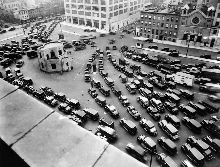 A Traffic Jam At The New York Entrance Photograph By Everett