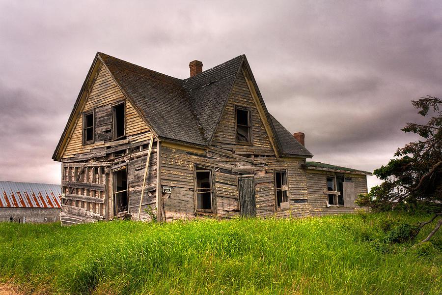 Abandoned Photograph - Abandoned Farm House by Matt Dobson