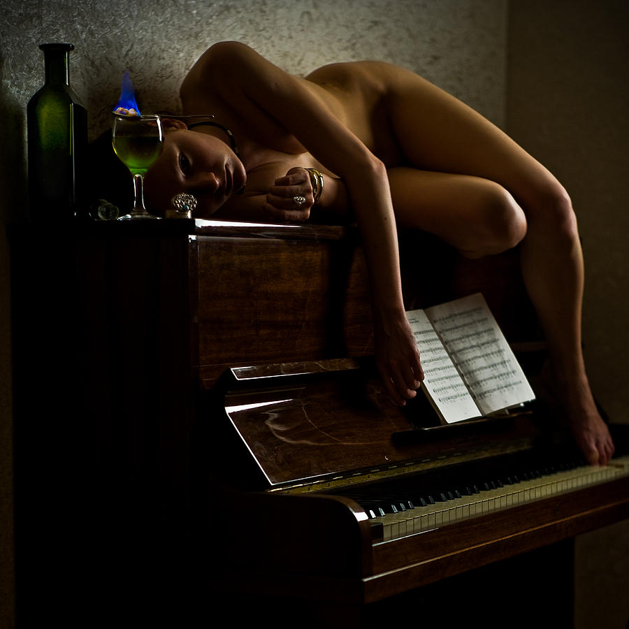 можем сиськи на фортепиано мне