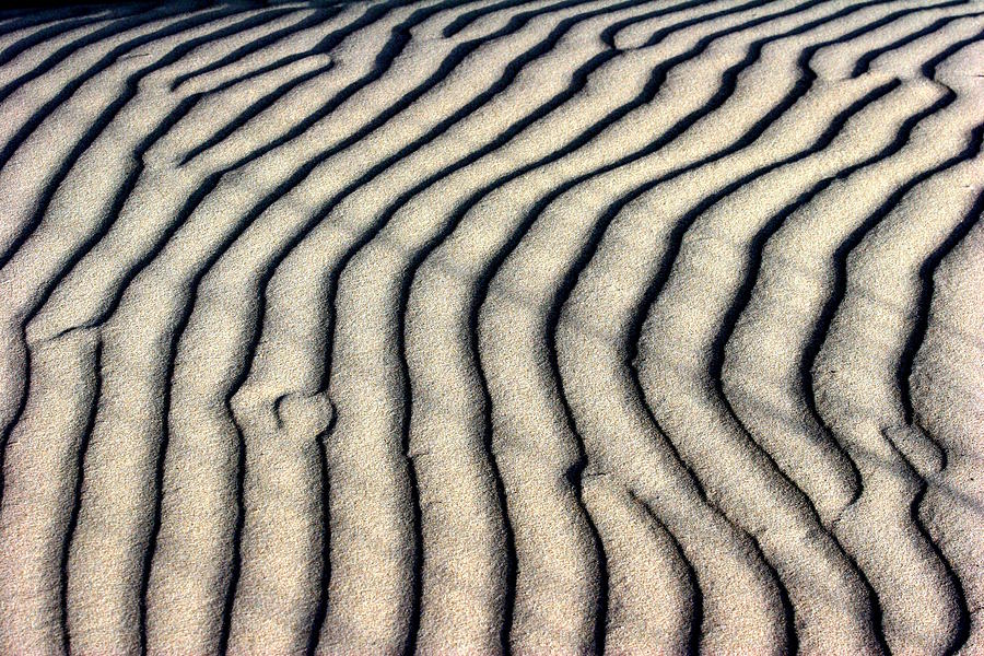 Abstract Photograph - Abstract Sand 5 by Arie Arik Chen