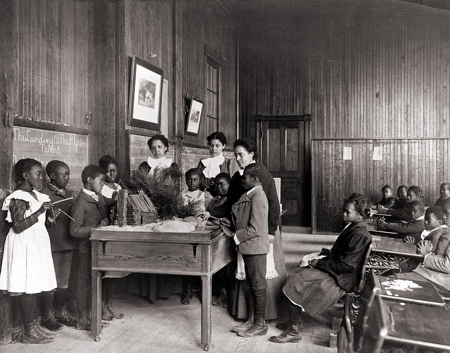 History Photograph - African American Children Learning by Everett