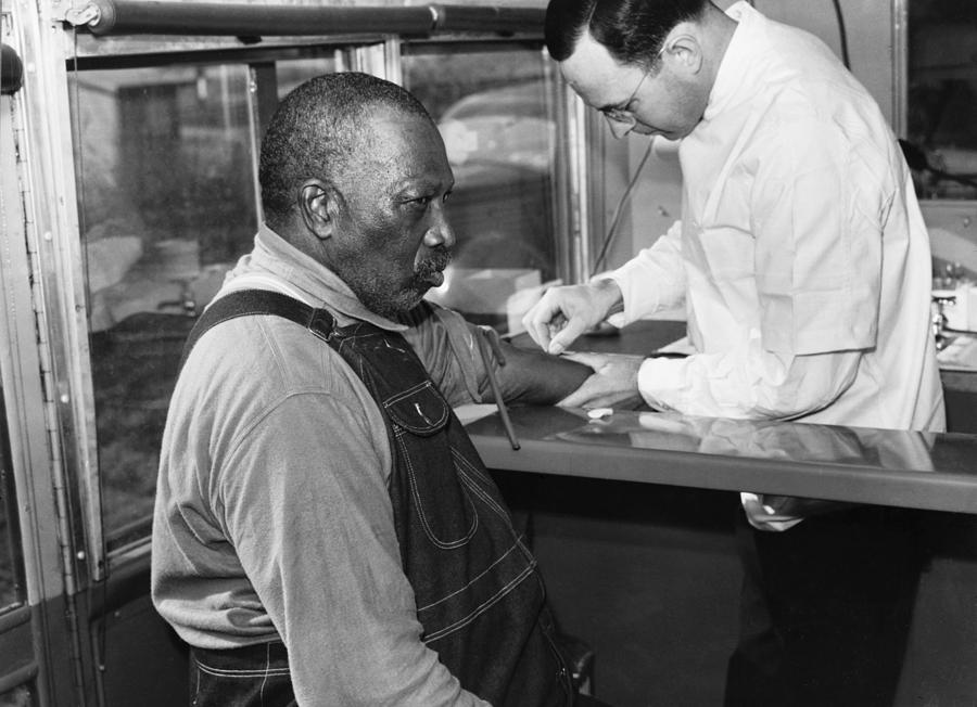 History Photograph - African American Patient Receiving by Everett