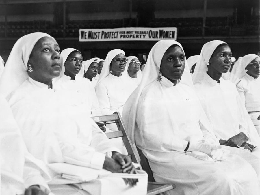 History Photograph - African American Women Dressed In White by Everett