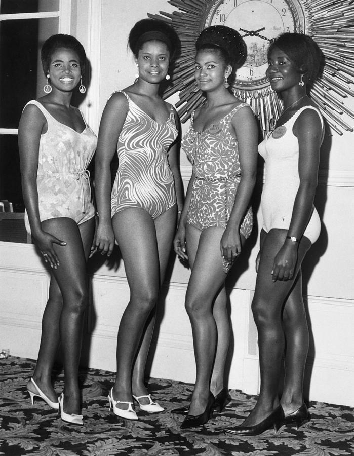 Adults Only Photograph - African Beauty Queens by Leonard Burt