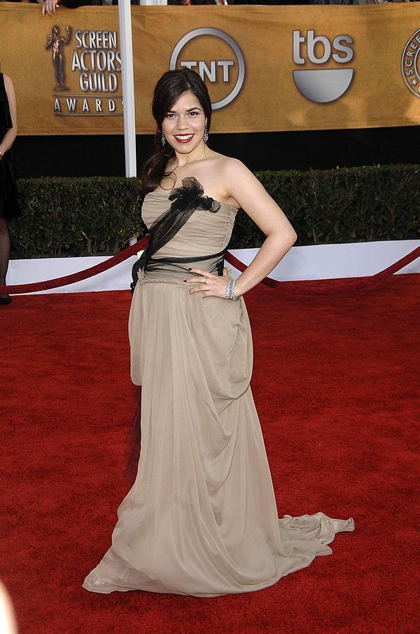 Arrivals - 15th Annual Screen Actors Guild Sag Awards Photograph - America Ferrera Wearing A Vera Wang by Everett
