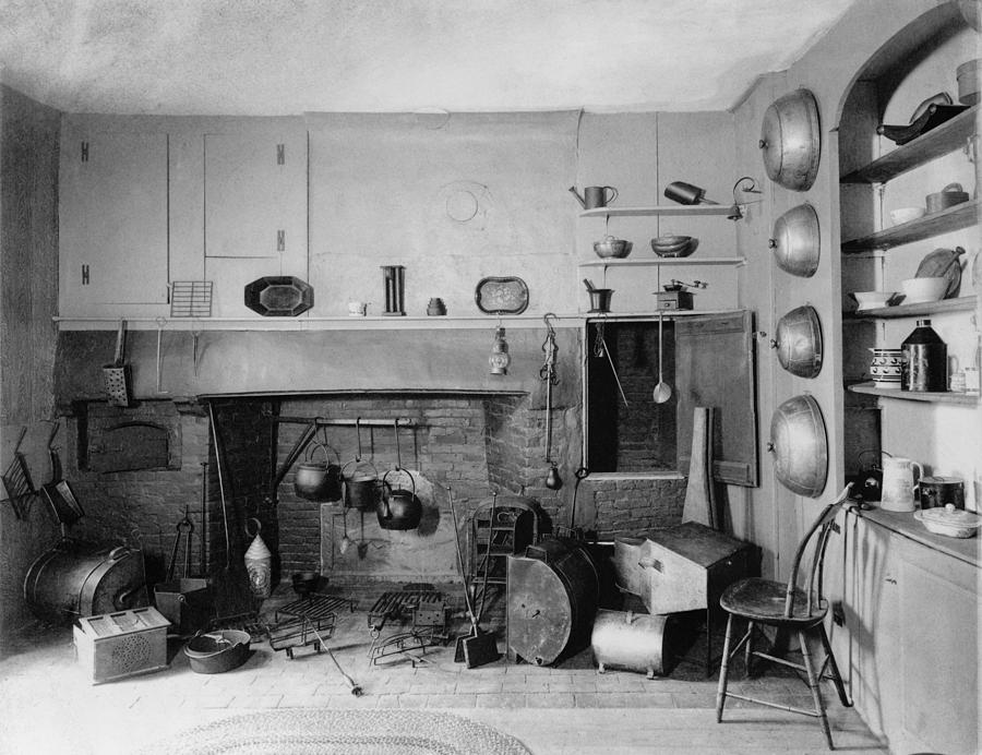 History Photograph - American Colonial Era Fireplace by Everett