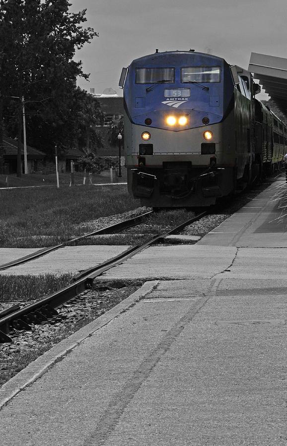 Amtrak by Lyle  Huisken