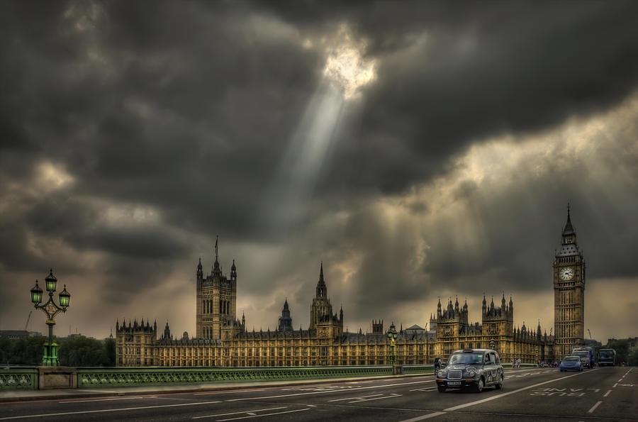 London Photograph - An Ode To England by Evelina Kremsdorf
