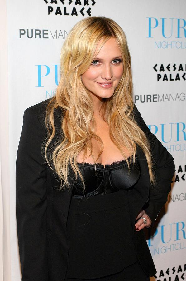 Party Photograph - Ashlee Simpson-wentz In Attendance by Everett